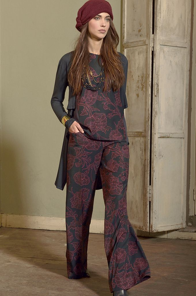 Sarah Lawrence - asymmetrical open placket long sleeve cardigan, sleeveless printed top, printed trouser, necklace.