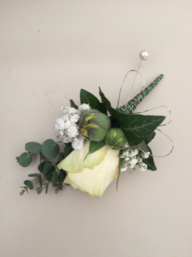 Rose corsage with wire work