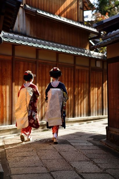 Japan - Two tourists dressed like maiko walking through Ishibe Koji alley in Higashiyama, Kyoto, 京都