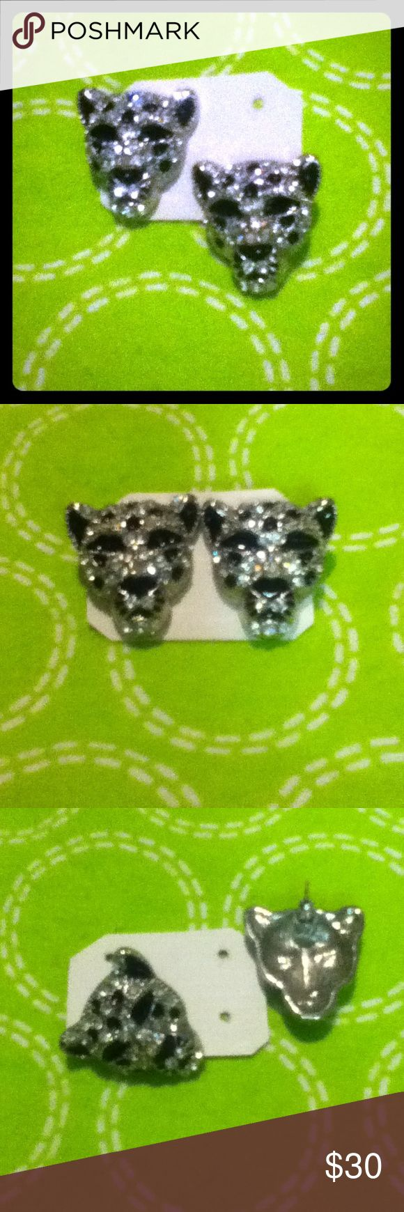 "BNWT's,CHEETAH,HEAD/stud earrings,BLACK&CRYSTALGem BNWTag's CHEETAH HEAD STERLING SLIVER Earring Studs... With BLACK Rhinestones And Crystal Gems And Diamond Cut GEMSTONES!!! They were purchased at A Mall at a Lil both "" called "" PIERCING Pagoda!!! They were $ 39.99 . Never got around to wear them!!! PIERCING Pagoda Jewelry Earrings"