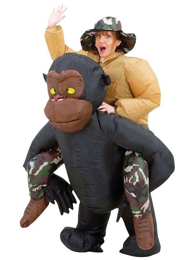 Disfraz de mono hinchable adulto: Este disfraz de mono hinchable es para adulto.Incluye traje y sombrero.El traje simula una persona a hombros de un mono negro.El traje se hincha de forma automática con ventilador (4 pilas AA...