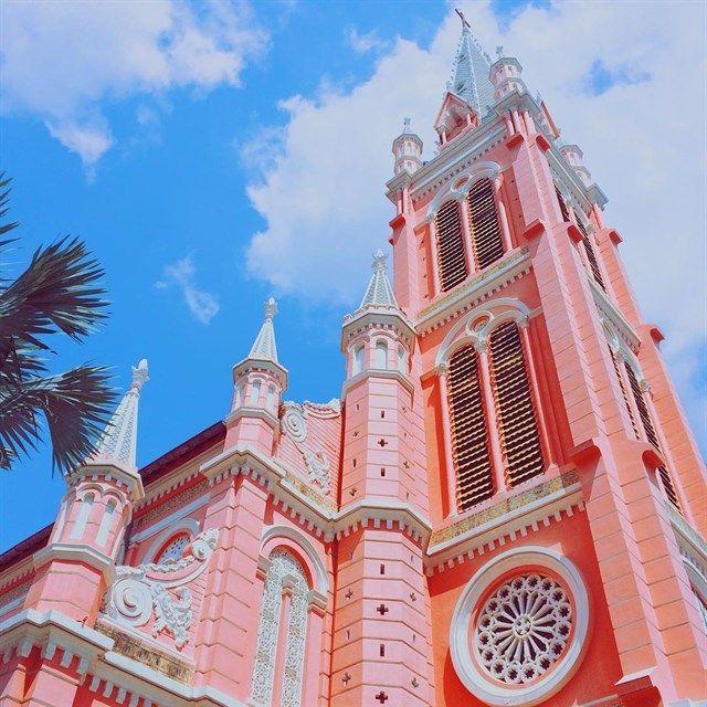 """Cận cảnh """"nhà thờ màu hồng"""" đẹp ngỡ ngàng giữa lòng Sài Gòn"""