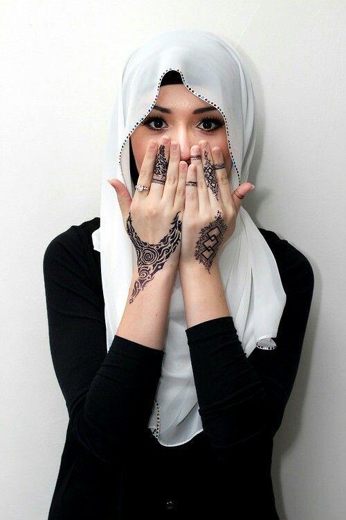 suheri034:  Hijab on We Heart It.