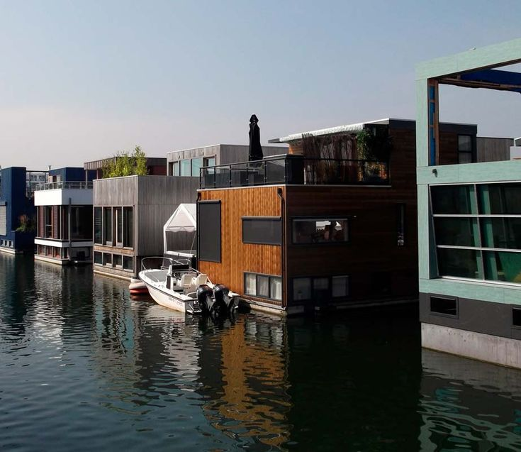 Floating Houses Buscar Con Google Houseboat