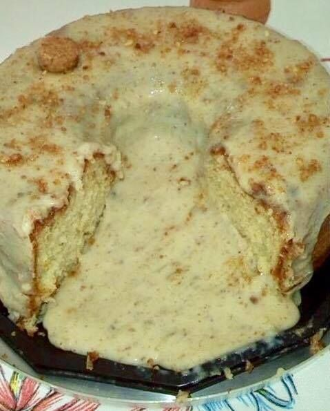 A Receita de Bolo Vulcão de Paçoca é uma criação deliciosa e fácil da Marta Sousa, da Confeitaria Bella Bolos. Basta bater no liquidificador um bolo à base