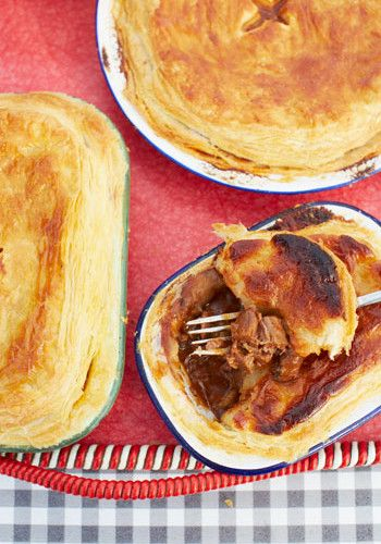 Jamie Oliver and Jimmy Doherty's scrumptious steak and stout pie Recipe - EatOut