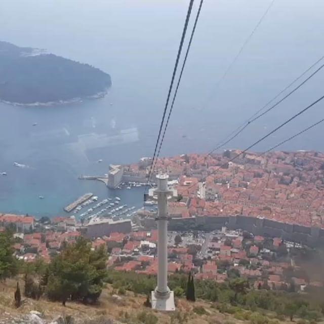 Descending in the Dubrovnik cable car. #dubrovnik #gameofthrones