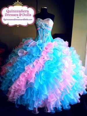 Vestido de La Glitter Quinceanera.  Lo encontrarás en Quinceanera Dresses and Dolls, el sitio web más confiable para quinceañeras.  :-)