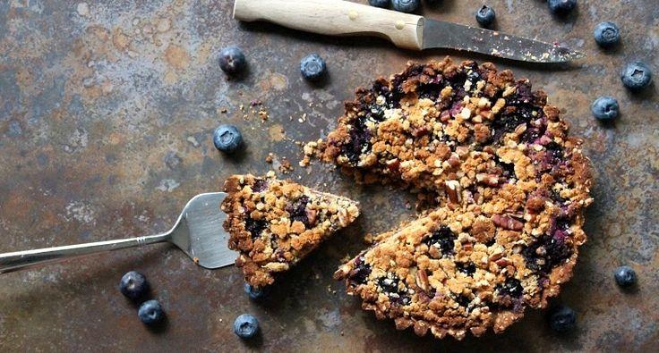 Blauwe bessen crumble taart op basis van kokosmeel. Ik krijg regelmatig de vraag of ik een taart kan maken die veganistisch, gluten-, lactose- en suikervrij is. Omdat mijn inspiratie soms …