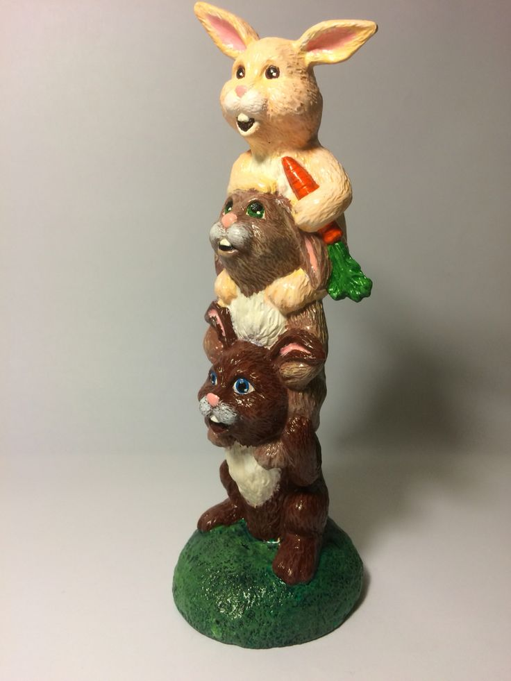 Ceramic painting. Easter bunnies