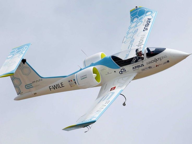 a-fully-electrical-aircraft-the-airbus-e-fan1-shows-off-its-moves.jpg (1200×900)