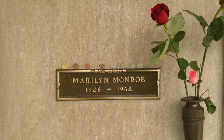 Sorprende ver la sencillez de la tumba de un mito como Marilyn