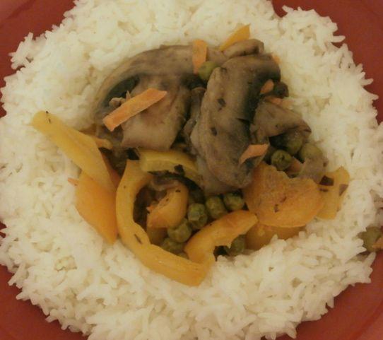 Ρύζι μπασμάτι με χρωματιστές πιπεριές και μανιτάρια