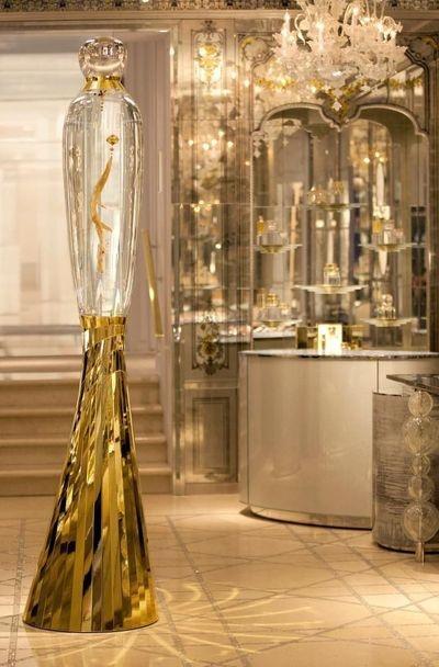 Constance Guisset. Tourbillon. Hommage au parfum J'adore de Dior.