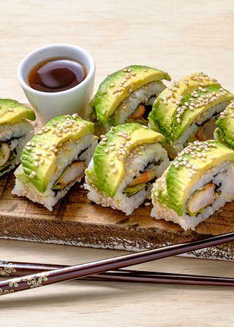 ¡Deliciosa receta con menos de 350 calorías! Prepara sushi de camarón asado con chipotle. Encuentra esta y otras recetas prácticas en www.cocinavital.mx