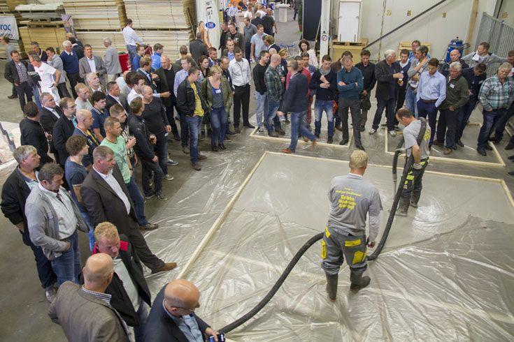 Bezoekers wilden alles weten over de nieuwe vloeibare zandcement van Weber Beamix.
