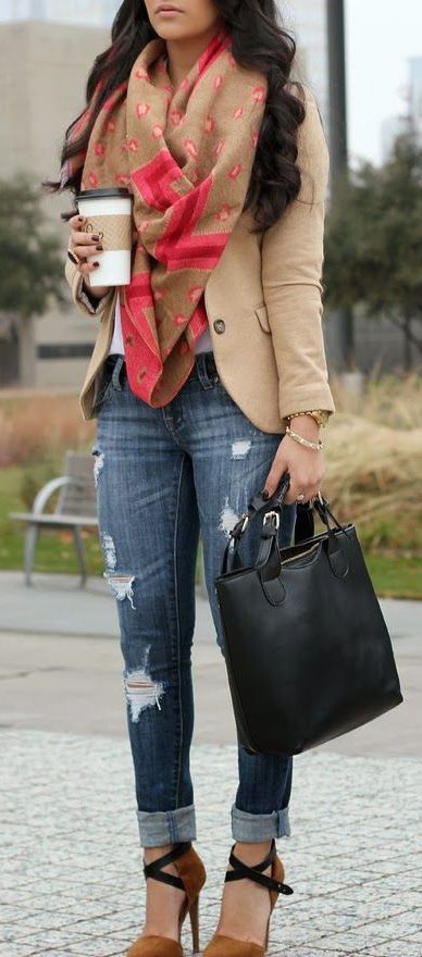 Love the pink and camel color combo for a fall look. The scarf is a great way to accessorise teh blazer in the office!