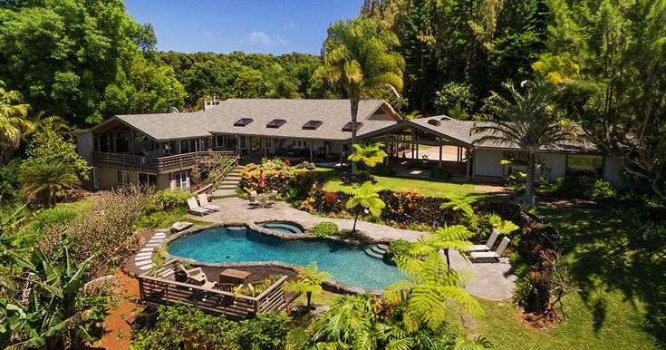 North Shore Lookout is a boutique bed and breakfast situated on 9 acres of agricultural land near Makawao, located in the desirable area of Upcountry Maui.