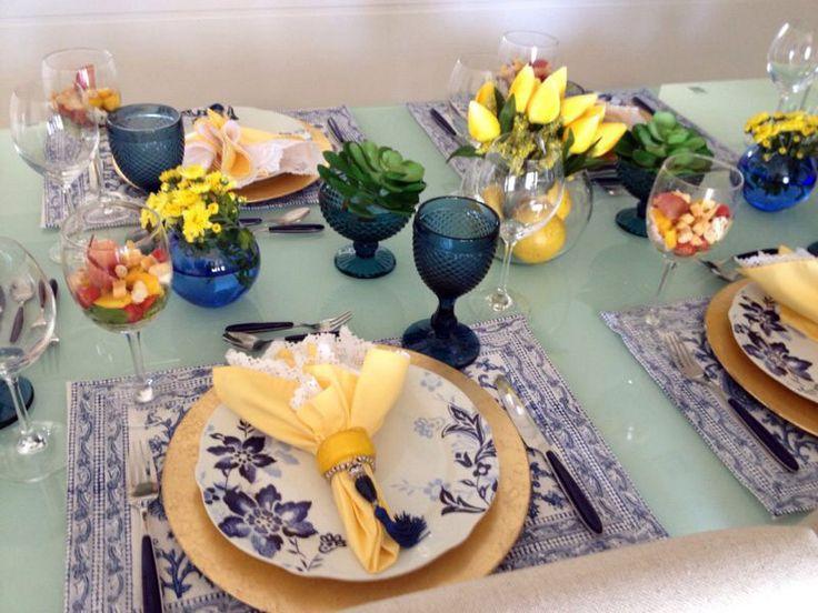 mesa posta azul e amarelo | Blog da Michelle Mayrink