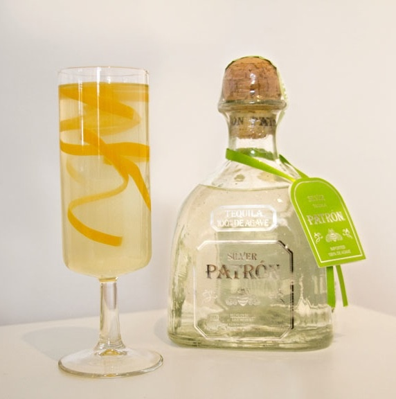 Patrón Silver 75, a refreshing bubbly brunch cocktail. #brunch #patron #cocktail #patrontequila #entertaining #drinks #patronsilver