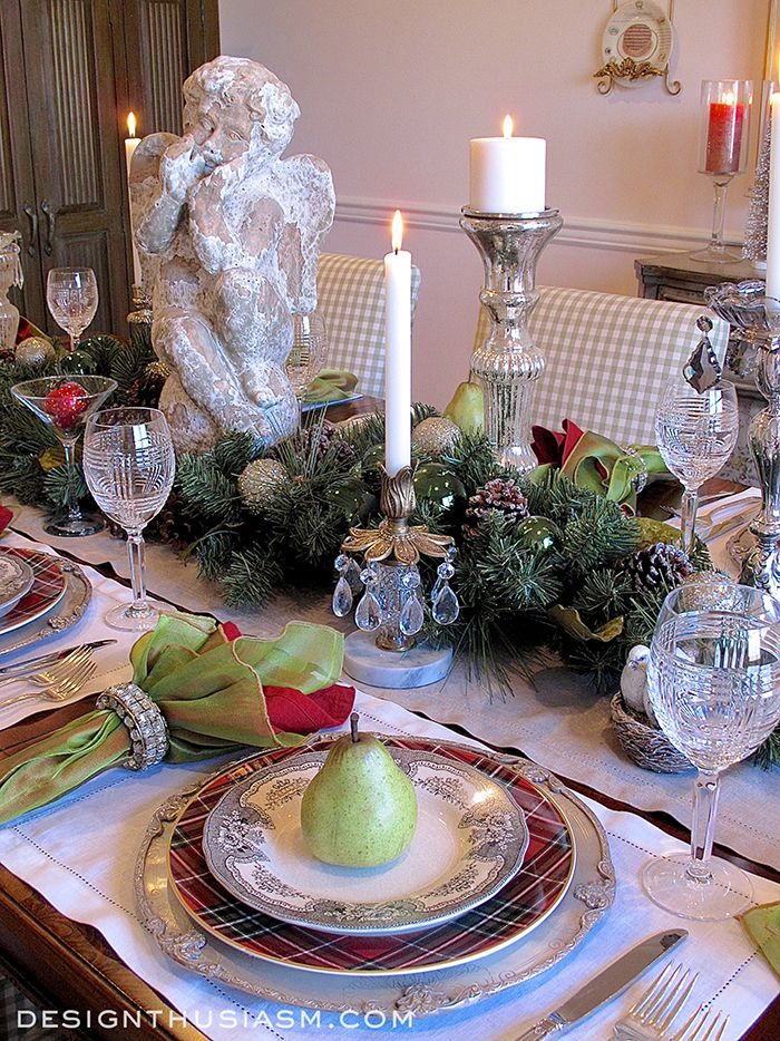 Christmas Dinner Tablecape | An unusual mix of holiday elements are matched to create a fresh Christmas tablescape | Holiday house tour included | #Designthusiasm
