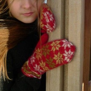 Rosir, traditional Icelandic mittens knitted with Gryla Icelandic yarn (5)