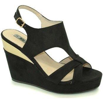 Een vrouw kan nooit genoeg schoenen hebben, ook in de lente en zomer mogen we wel meerdere paren sandalen hebben. Wat vinden jullie van deze sandalen met sleehak? Super mooi toch! #mode #dames #vrouwen #schoenen #sandalen #sleehakken #uitverkoop #fashion #heels #sandals #women #sale