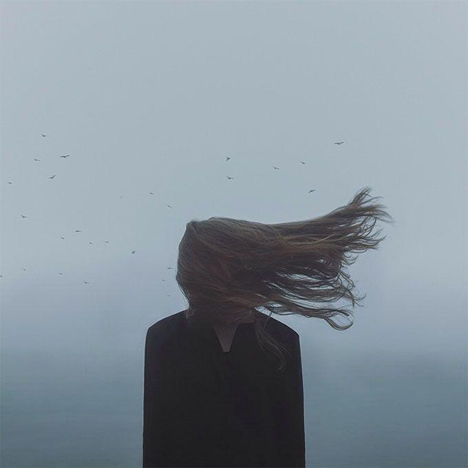 O fotógrafo sueco baseado em San Francisco Gabriel Isak cria imagens surreais com atmosferas melancólicas.