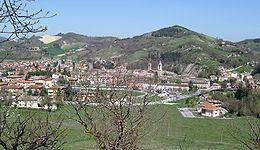 #Urbania è un comune italiano della provincia di Pesaro e Urbino. Conosciuta fino al 1636 con il nome di Casteldurante, cambiò la propria denominazione in quella attuale in onore di papa Urbano VIII.  http://it.wikipedia.org/wiki/Urbania