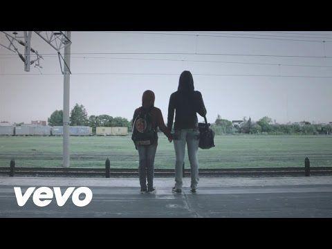 La Beriso con Víctor Heredia - Sobreviviendo - YouTube