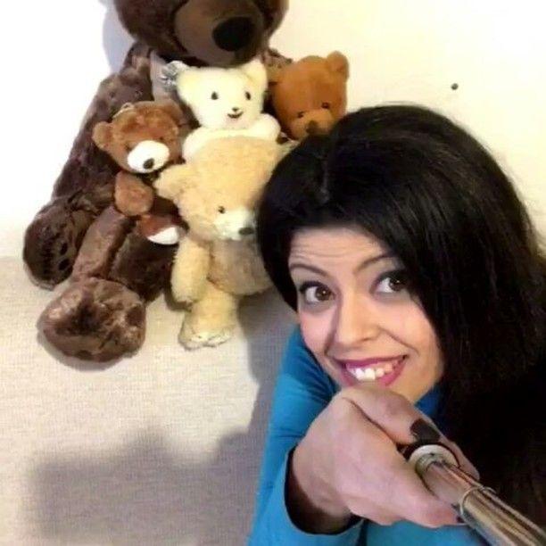"""Gefällt 9 Mal, 1 Kommentare - Dominga Tammone (@dominga.tammone) auf Instagram: """"Sì sa...gli #orsetti adorano i #selfie! Perché non accontentarli? 🐻💙😂☝🔝 #isoladellastupidera…"""""""