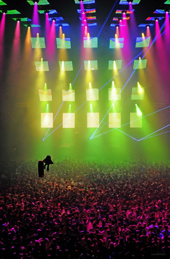 The colors!  Listen to over 7 million edm tracks on www.edm.me #edm #music #plur #rave #lights #edmstyle #edmfamily #concert #lightshow