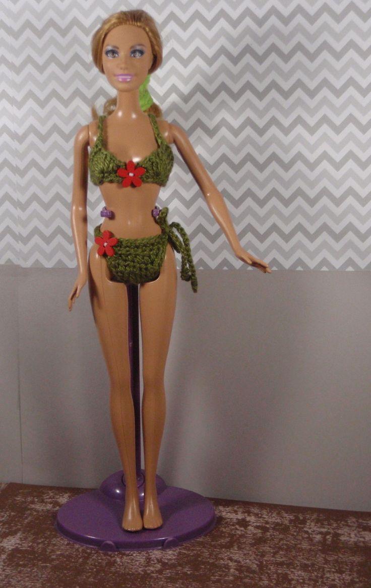 Biquini de crochê para Bonecas Barbie Fashionista, Summer, Teresa, Raquele, Nikki, Susi, Kate e similares    Confeccionado em crochê com fio 100% algodão.    Somente o biquine está disponível para venda (Atenção: Não está incluso a boneca, o suporte e sapatos)    No valor unitário não está incluí...