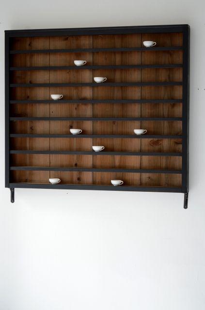 壁付けの飾り棚