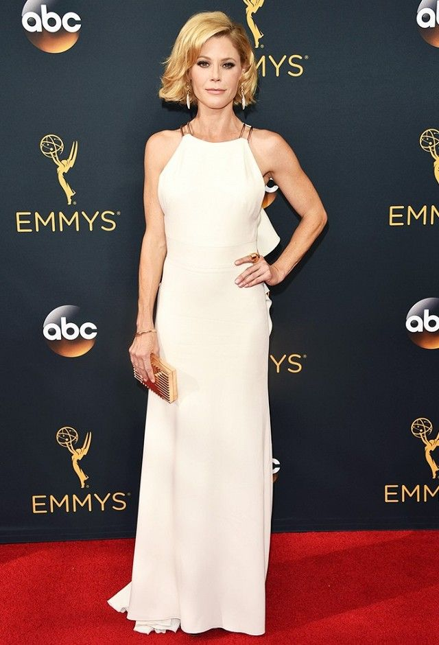 WHO: Julie Bowen WHAT: Actress,Modern Family WEAR:Lee Savage clutch; Brian Atwood shoes