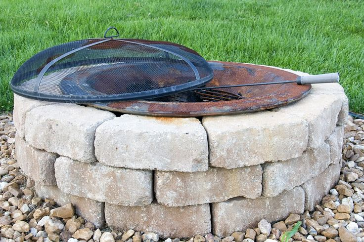 Fire pitFirepit Backyards, Outdoor Fire Pits, Diy Backyards Firepit, Polkadot Chairs, Did Firepit, Outdoor Firepit, Gardens Outdoor, Diy Firepit, Stone Fire Pits