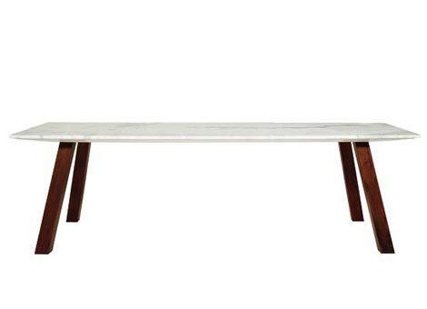 MUKU Progetto di Naoto Fukasawa Tavolo con struttura in massello di mogano. Piano disponibile in due versioni: in Marmo Calacatta o in MDF laccato bianco.