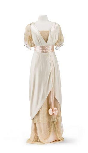 Evening dress, cream and light peach silk satin, Jean-Phillipe Worth, 1912
