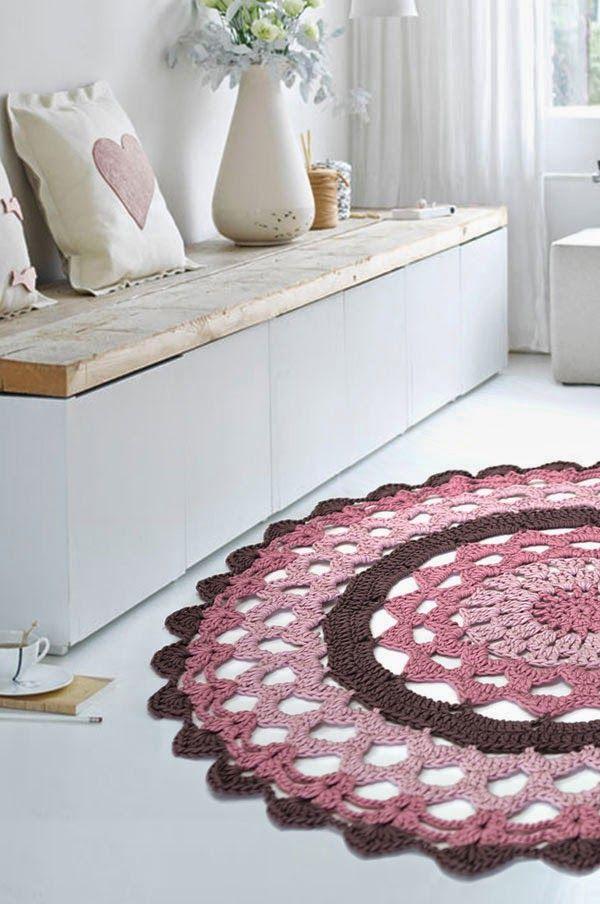 Beautiful round crochet rug: free #crochet #rug pattern (use Google translate if needed)