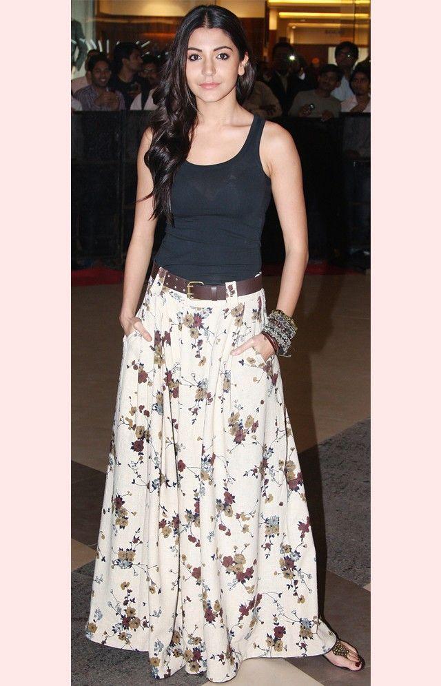 Anushka Sharma looks comfy and stylish in palazzo pants and simple black ganji. #Bollywood #Fashion