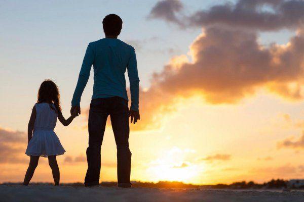 Ученые: Мозг отцов по-разному реагирует на дочерей и сыновей http://actualnews.org/exclusive/174174-uchenye-mozg-otcov-po-raznomu-reagiruet-na-docherey-i-synovey.html  Отцы с дочерьми-малышами более внимательны и отзывчивы к потребностям своих чад, чем отцы сыновей в их отношениях с ребенком. К таким выводам пришли ученые из США, представляющие Университет Эмори и Университет Аризоны, а итоги работы озвучены Американской психологической ассоциацией, информирует Science Daily.