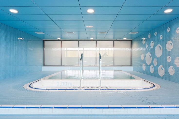 Sportcomplex Koning Willem-Alexander Niederlande by Slangen+Koenis - done with Chroma swimming pool ceramics by Agrob Buchtal