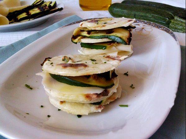 PIATTO LEGGERO...SAPORITO...E MI PIACE!!! #ricetta ...per visualizzare la RICETTA➨➨➨ http://www.womansword.it/donne-in-cucina/ricette-di-secondi-piatti/piadina-zucchine-grigliate/