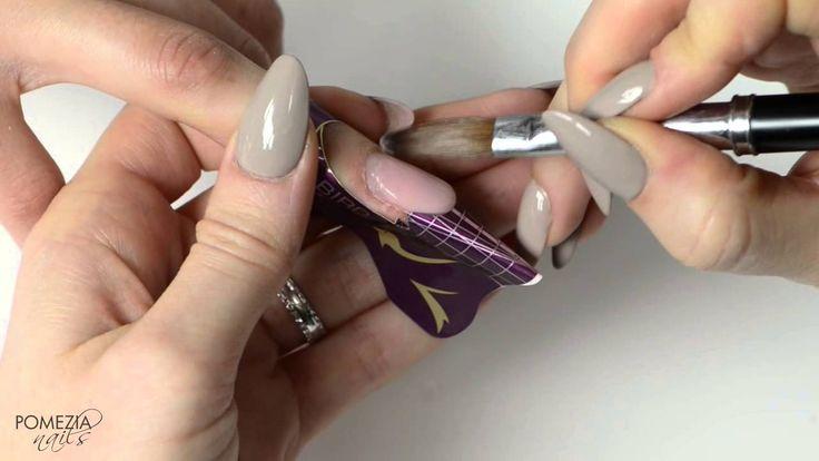 Video tutorial: Mandorla in acrilico con french bordeaux