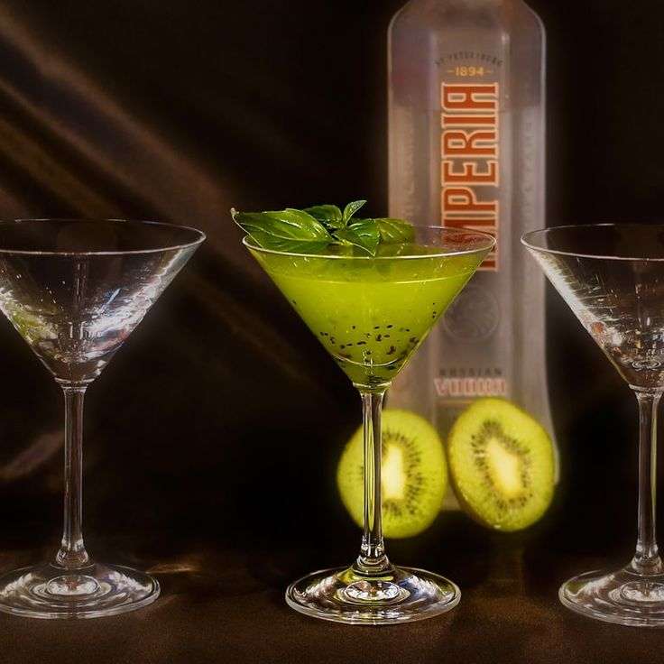 GREEN GEISHA Come and enjoy one of our great exotic cocktails! Taste of fresh kiwi, melon liqueur, vodka and basil will impress you!
