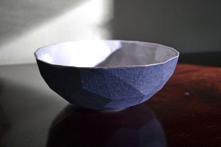 A ceramic bowl (1/2), Jalte Windum (www.jaltewindum.com).