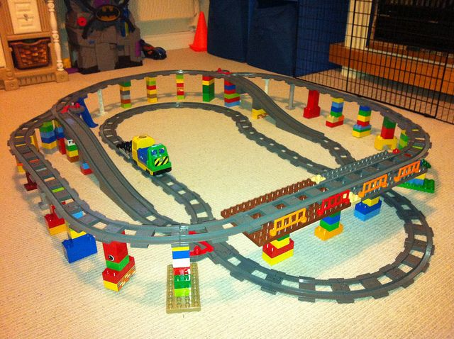 Lego Duplo Elevated Train Track   by Ravnut