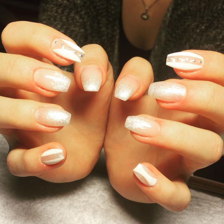 #pn #pronails #nails #naglar #nailterapeut #nagelterapeut #white #glitter #silver #nailstones #newyear #nailart #nailinspo #nailporn #nyår #xmasnails