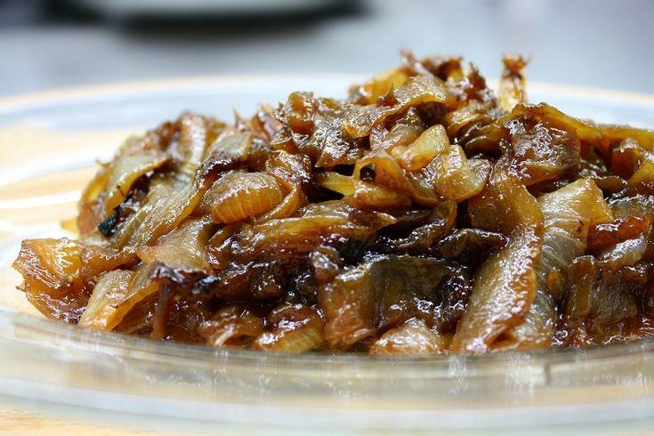 καραμελωμένα κρεμμύδια στο τηγάνι