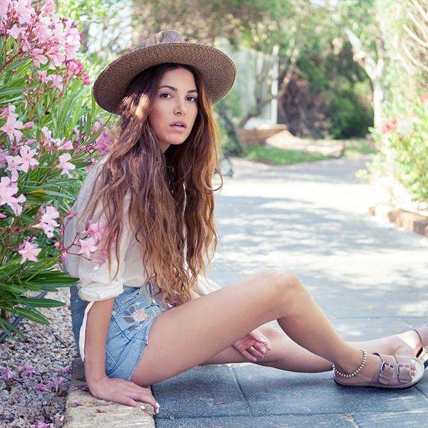 @negin_mirsalehi showt de perfecte summer look! Shop > link in bio #findyourlook #fcbloggers #todayslook #fashionchick #blogger #fashion #ootd #outfitoftheday #lookoftheday #fashionblogger #instafashion
